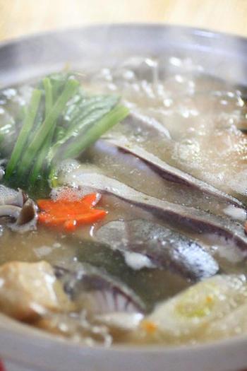 大根おろしと柚子胡椒で仕上げる少しピリ辛なみぞれ鍋。 ぶりのお出汁も絡み合うので、味わい深い一品になります。