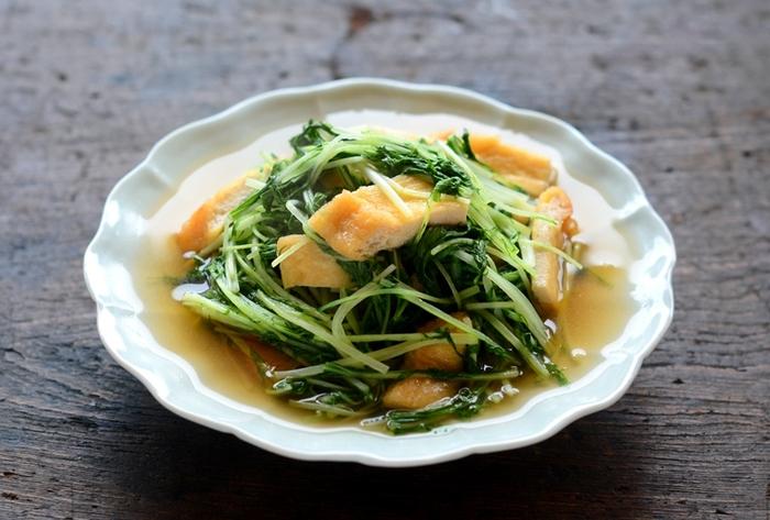 疲れた胃腸に染み渡る優しいお味の「水菜と油揚げの煮びたし」。水菜は火の通りも早いので時間がなくてもパパッと美味しく作れて便利です。作り置きしてお弁当にもオススメですよ。