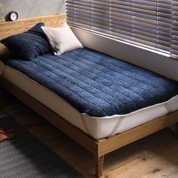 """また、こんな""""ふわもこ""""のベッドパッドを使うのもいいですね。温かさを重視すると同時に、通気性の良さもしっかり確認して選びましょう。"""