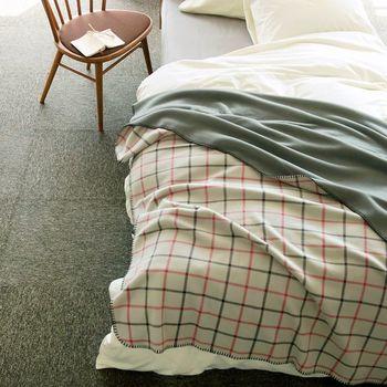 実は布団と毛布のかけ方には、保温性が高まる正しい順番があるんです。また、素材によっても通気性に違いが。この点に注意するだけでも、睡眠の質は格段に変わります。
