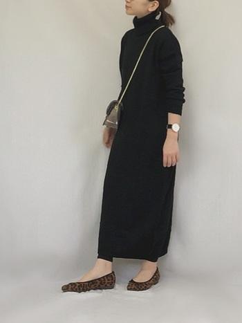 トレンドのニットワンピースも「Iライン」を意識したものを選べば、手軽に縦長コーデが完成。手首をさりげなくのぞかせれば、さらに着やせ効果UPです。