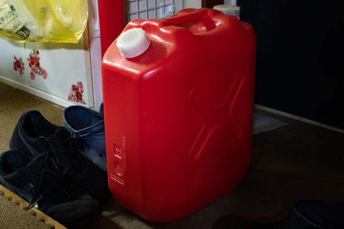 暖房に必要な灯油の保管場所にも注意が必要です。盗難や放火を防止する意味でも、なるべく屋内の涼しい場所に保管しましょう。