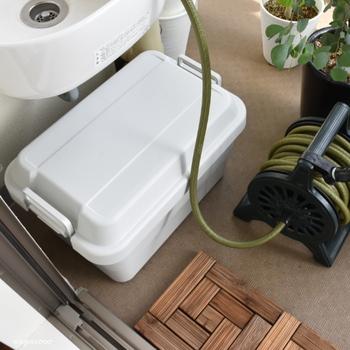 マンションなどでやむなくベランダに置く場合は、そのまま置くと雨水や雪などの混入する危険があります。ベランダコンテナなどの屋外用収納を使って安全に保管して下さい。