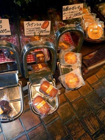 焼き菓子もたくさん揃っています。 個別に包装されているので、食べ歩きには便利ですね。