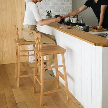 ダイニングの主役ともいえるキッチンカウンターを、機能的かつお洒落に活用できたら嬉しいですよね。 今回ご紹介した素敵な家具や収納術、DIYアイデアをヒントにして、より快適な空間づくりを目指してみませんか?