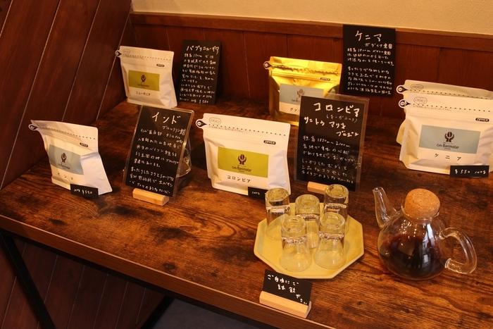 豆の種類別にコーヒーの試飲もできます。 お気に入りの味を見つけて、おみやげに買って買えるのもいいですね。