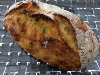 パルメジャーノレッジャーノがたっぷり入ったパンです。 ふわっと香りが漂ってきそうで美味しそうですね。