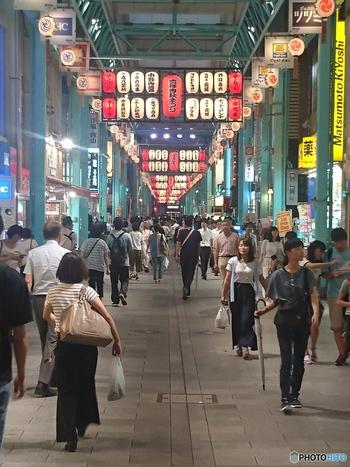 駅前にあるのは賑やかな商店街。飲食店から雑貨屋、薬局まであり、住みやすそうな雰囲気ですね。吉祥寺のおしゃれだけどどこか身近で親しみやすい雰囲気はここからきています。