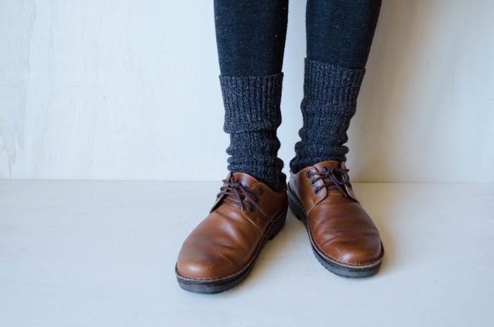 可愛い靴、とくに固い革靴や先の細いパンプスなどはしっかりと足に合っていないとすぐに靴擦れしてしまうもの。 せっかく買ったお気に入りの靴が痛くて履けない、なんてことになったら悲しいですよね。 そもそもなぜ靴ずれをするのでしょうか。