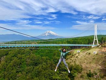 高さ70m、そして長さ300mものジップラインが楽しめる、日本一長い「ロングジップスライド」。富士山や駿河湾の絶景を眺めながら、爽快感が楽しめるのは三島スカイウォークならでは。