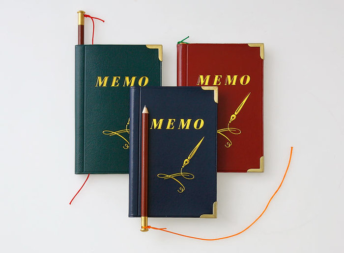 思い立ったらすぐに書けるように、ペン付きのミニメモ帳を携帯していると便利です。