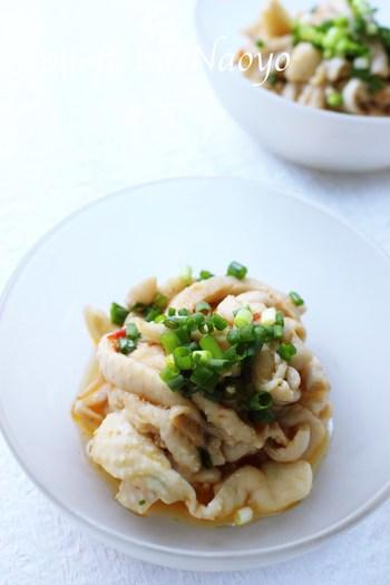 ポン酢のさっぱり感に、豆板醤のピリ辛がアクセントに。おつまみにぴったりなお手軽レシピ。