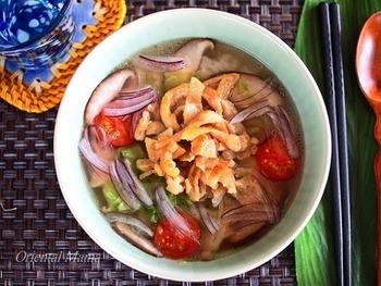 スープでコトコト煮る&カリカリに焼く、ダブルの鶏皮が楽しめる一杯で二通り楽しめるレシピ。