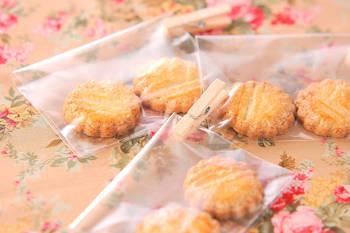 たっぷりのバターでしっとりと風味豊かに焼き上げたフランスの厚焼きクッキー。フランスではとてもポピュラーなお菓子で、1度食べると病みつきになる美味しさですよ!