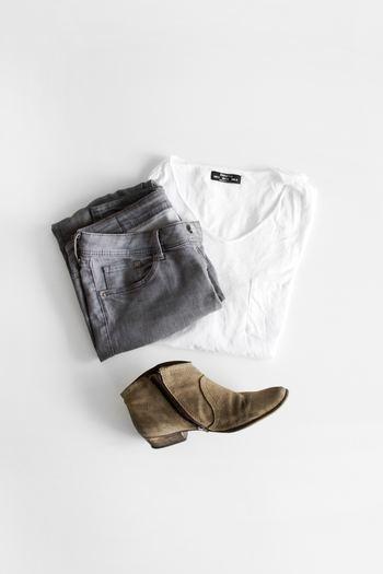 """お洋服やバッグ、靴などのファッションアイテムは、シーズンごとに増える代表格。お部屋にあふれかえっていて、減らしたいけれどもったいなくて捨てられない、という方も多いでしょう。そんなクローゼットや玄関のデトックス方法は、自分なりに""""賞味期限""""を決めることです。 ファッションは目まぐるしい速さで流行が移り変わっていきます。おしゃれでいたい、素敵な自分でいたいのなら、お洋服やバッグにも適切にお別れできるようになりましょう。"""
