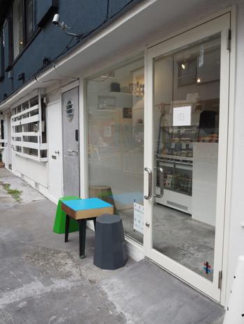 大江戸線勝どき駅から徒歩10分ほど、大通りから1本入った路地にある「TANUKI APPETIZING(タヌキ アペタイジング)」は、NYスタイルのフォトジェニックなベーグルが食べられると話題のお店。