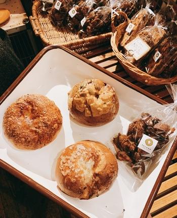 「スパイシーコーンカレー」や「かぼちゃあん&クリームチーズ」など個性豊かなフレーバーもこちらのお店の特徴。