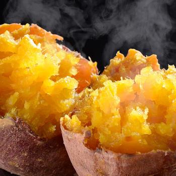 五島の豊かな自然で、農薬と化学肥料を使わずに育てられたごと芋。そのごと芋をゆっくり丁寧に焼き上げた焼き芋です。しっとりとしていて強い甘みが特徴です。