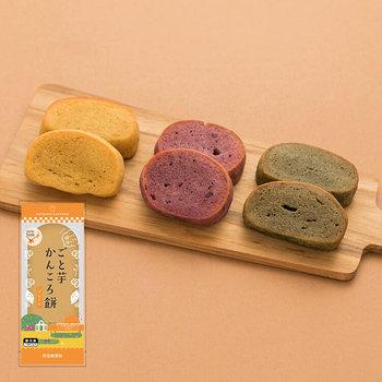 五島の特産、ごと芋を使って作られた、長崎の郷土料理かんころ餅です。使われているもち米ももちろん五島産。すべての工程が手作りの手間暇かかったお菓子です。