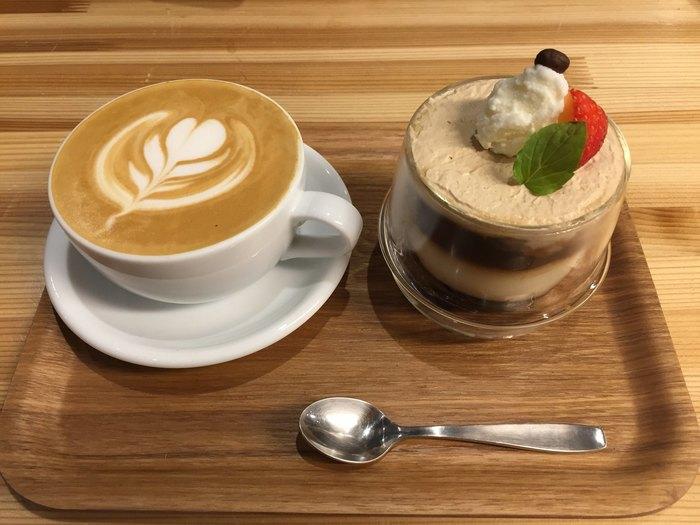 もちろんコーヒーもとてもおいしいのですが、「〆パフェ」がおなじみな北海道だけにこちらにもコーヒーパフェが。専門店ならではのコーヒーパフェをどうぞ。