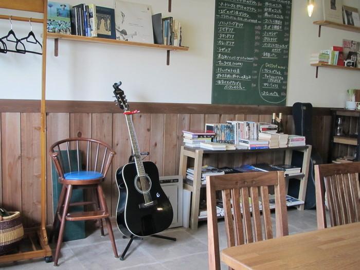 五稜郭公園駅から8分ほど歩いたところにある落ち着いた雰囲気のカフェ「バルテュス」です。ドリンクだけでなく、フード類も充実のお店。コーヒーは「テーラードコーヒー」のものが飲めるとか。
