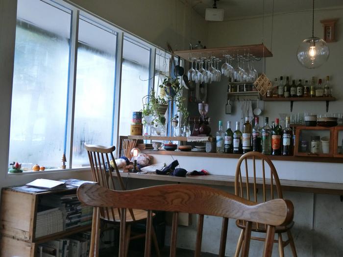 市電の終点・谷地頭駅からすぐのところにあるカフェ「クラシック」。昭和にタイムスリップしたような街並みにたたずむ、おしゃれなカフェです。