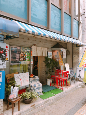 吉祥寺駅から歩いて、約5分の場所にある「カヤシマ」。吉祥寺第一ホテルの正面にあります。