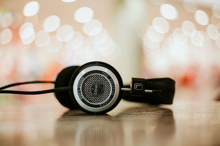 お気に入りの音楽を流しながらするエクササイズもはかどりますね。激しめのエクササイズにはアップテンポの曲、ゆっくりとした動きのエクササイズにはゆったりとした曲を流すと、気分もアップ。