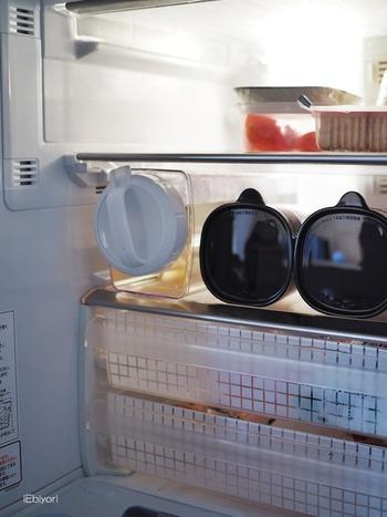 ハンドルが付いているので取り出しやすく、横にしてもこぼれる心配がありません。たくさん消費する麦茶も、横にして収納できると冷蔵室がスッキリしますね。