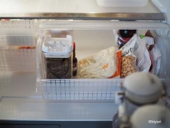 頻繁に使うものではないので、ドアポケットではなくチルド室に保管しているそうです。密閉容器に入っているのでにおいが漏れることもありません。
