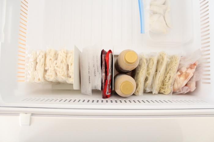 立てて整然と収納できるので、冷凍室を開けたときのスッキリ感が爽快ですね。在庫チェックも取り出しもラクラクで、暮らしの質がアップします。
