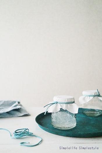 吸水性ポリマーが原料に使われているものは、なんと消臭剤として使えるんです。中身をガラスのビンに入れてアロマオイルをたらして混ぜるだけ!