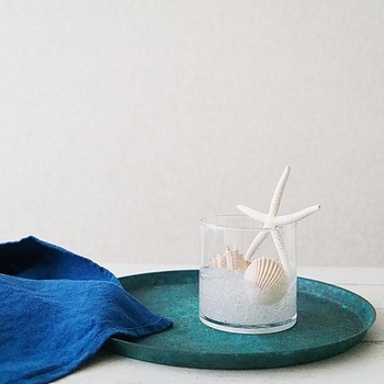 夏は貝殻をトッピングして季節感を出してもいいですね。あっという間におしゃれな消臭剤の出来上がりです。