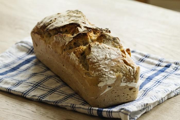 「パンが大好きだから、たくさん食べてしまいそう」という方は、あえて自然によく噛んで食べるハード系の美味しいパンを選ぶのもおすすめ。たとえば、ドイツパンやフランスパンのような、ガリガリと噛んで食べるようなパンを選んでみては?