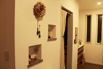 アイディア次第で『玄関ニッチ』はもっとセンスよく飾ることができますよ。おうちの顔となる玄関をおしゃれに飾って、もっと自分らしいおうちに演出しましょう♪