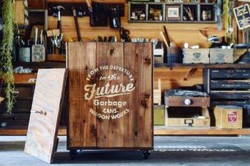 杉板や合板を使って、本格的なゴミ箱を作ってみましょう。  複数の板を桟で連結しているので、強度、耐久性ともに高い丈夫なゴミ箱です。