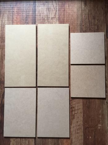 MDF材は、すでにカットされているものを購入して、組み合わせるだけなので、簡単です。  扉部分はサイズの小さい板を使用するため、扉の開閉なしにゴミを入れられて便利。