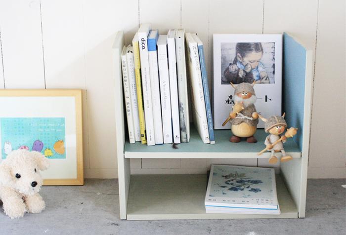 100円ショップでも、手軽に購入できるまな板は、実は簡単DIYの嬉しい味方! こちらの子供部屋におすすめな「マルチユースなコンパクトラック」はなんと3WAYで楽しめる優れもののアイテム。
