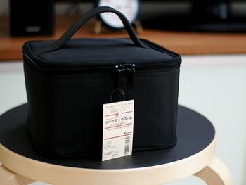 メイク道具だけでなく、スキンケア用品も一緒に整理して収納するこどもできる、ナイロンメイクボックス。用途に合わせて使える3サイズ展開です。