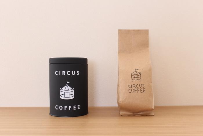 今回ご紹介した有名店のコーヒー豆は、どれも素敵なパッケージデザインが印象的でしたね。 おしゃれで美味しいコーヒーは、自分用にはもちろんのこと、大切な方へのギフトにもおすすめです。