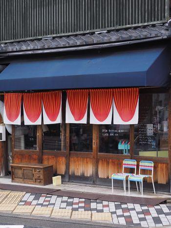 はじめにご紹介するのは、町家を改装したおしゃれな外観が印象的な京都・北山のスペシャルティコーヒー専門ショップ、「CIRCUS COFFEE(サーカスコーヒー)」さんです。築100年の趣あるお店で、世界中から集めたトップクオリティの珈琲豆を販売しています。