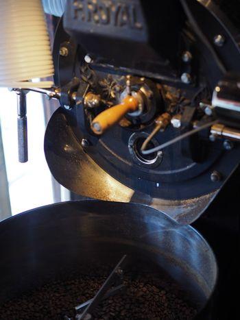 オリジナルブレンドコーヒーをはじめ、コロンビアやグァテマラのストレートコーヒーなど、自家焙煎したこだわりのコーヒー豆を購入できます。