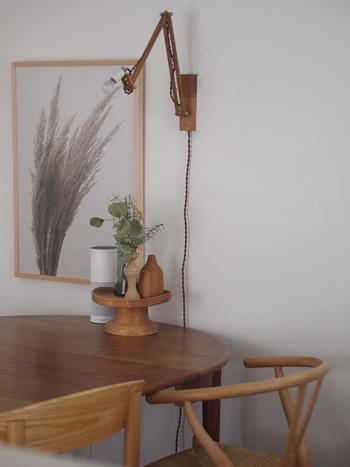 高さのある円形の台があれば、自然と視線が集まる主役級のディスプレイに。木製の台なら、ナチュラルであたたかみのある雰囲気が。