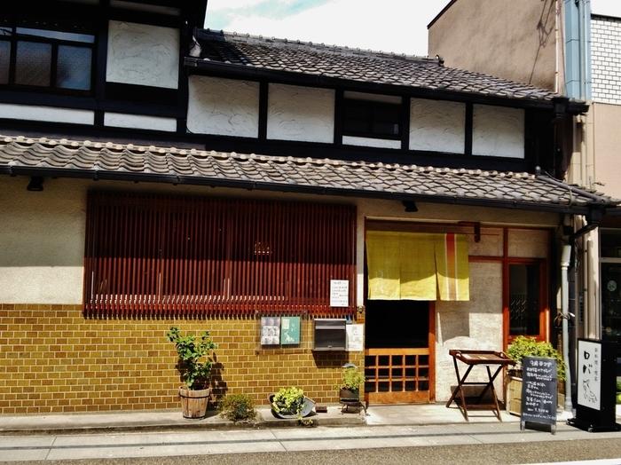 JR宇治駅から徒歩4分の、古民家をリノベーションした和カフェ。「ロバ」という店名は、ロバの歩みのようにゆったり過ごしてもらいたい、という思いが込められています。