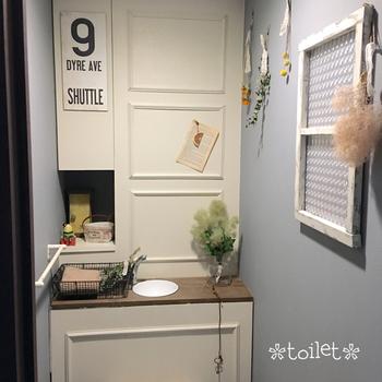 """壁紙をひと工夫!DIYで洗面所を""""おしゃれ""""に変身させるコツ&実例集"""