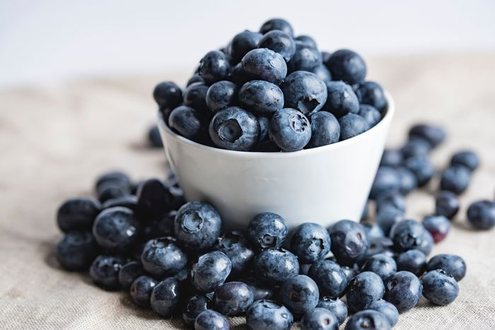 """<材料> ブルーベリー・・・300g りんご・・・2個 キウイ・・・2個  目に良いと言われているブルーベリーと、疲労回復に期待できる食材""""りんご""""と""""キウイ""""が入ったジュースです。フルーツジュースなので、野菜入りが苦手と感じている方にもオススメです!"""