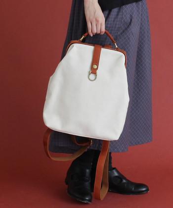 身軽に動きたい時にはリュックスタイルに、そして大人ガーリーなコーデを楽しみたい時にはトートバッグにと、2パターンに活用できます。