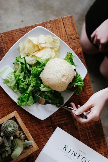 例えば食事において、必ず手作りであるべきだ、という思い込みがあるとレトルトや冷凍食品を活用するという方法を取れなくなってしまいます。自分の状態に合わせて臨機応変に対応出来ることが理想的ですよね。