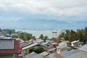 厳島神社に近いこともあり、神社のライトアップや、早朝参拝などに足を運ぶのに、とっても便利です!