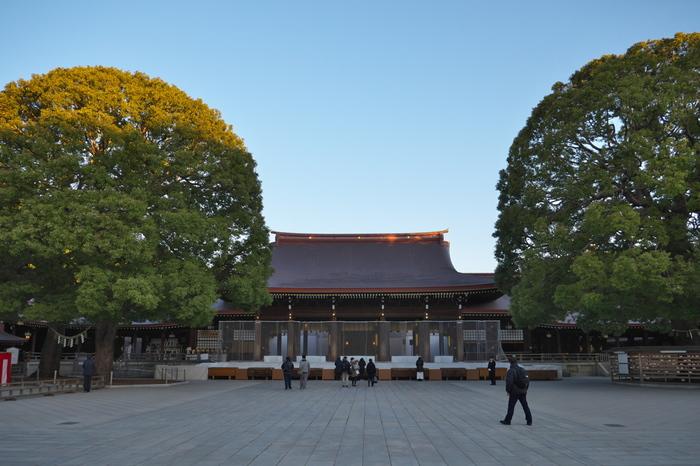 通学や出勤前の朝早い時間もおすすめです。 日の出とともに開門し、日の入りと共に閉門する明治神宮は、夏ならば朝5時から参拝が可能です。